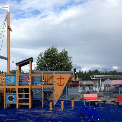Mikkelin sataman uuden leikkipuiston vetonaulana on suuri leikkilaiva.
