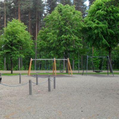 Rantakylästä löytyy monta leikkipuistoa.