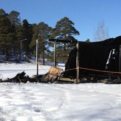 poltettu uimakoppi Myllysaaressa