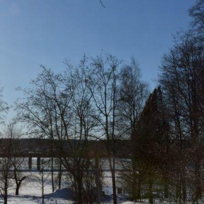 Keväinen auringonpaiste helmikuussa Hämeenlinnassa