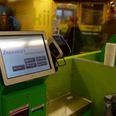 Automaattikassa Oulun Rotuaarin S-marketissa.