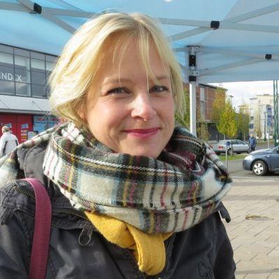 Yrittäjä Elina Stoor on yksi aktiiveista, jotka haluavat Lapin Kullan voimalalle uutta käyttöä esimerkiksi luovan alan yritysten toimitilana.