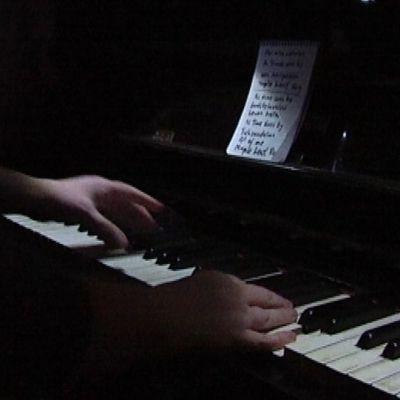 Pianisti soittaa