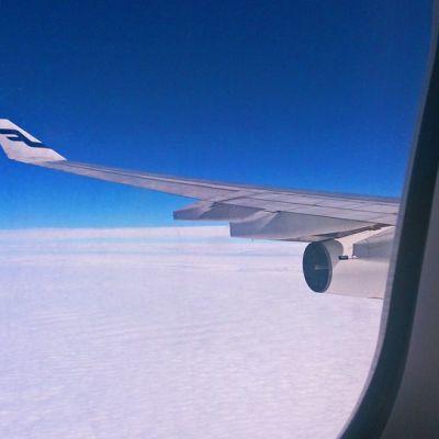 Näkymä lentokoneen ikkunasta.