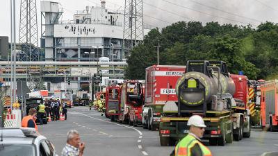 Stort pådrag vid industriområde i Tyskland där både polis, ambulans och brandkår deltar.