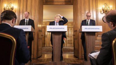 Boris Johnson i aulan i Nr. 10 Downingstreet, premiärministerns residens.