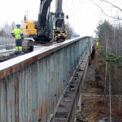 Lappeenrannan Lauritsalan ja Kanavansuun välinen silta on remontissa kesän 2015.