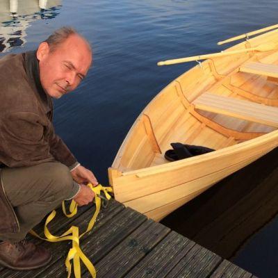 Retkisoutuvene ja venesuunnittelija Jarmo Häkkinen.