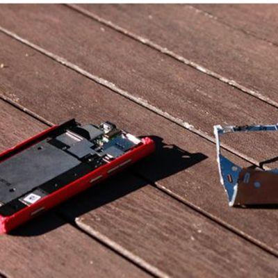 Så här såg mobilen ut efter att aporna ringt med den i tre dagar