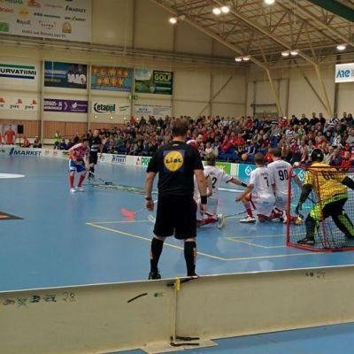 SPV:n lähivapaalyönti ottelussa Viikinkejä eli SSV:tä vastaan. Kuvassa Mikko Kohonen, Mika Kohonen, Jyrki Holopainen, Sami Koski ja Ville Kuusela.