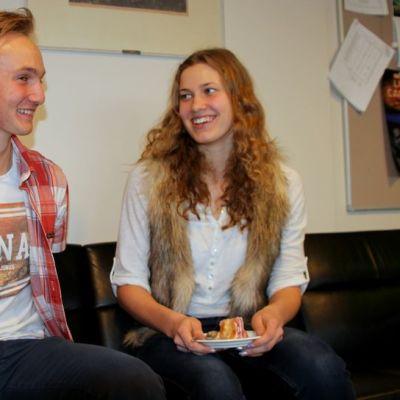 Jiri Karjalainen ja Ilona Saastamoinen iloitsevat menestyksestään urheilun ja lukio-opintojen saralla.