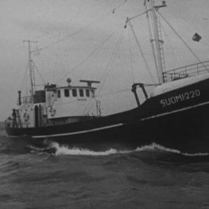 Kalastusalus Suomi 220 täydessä touhussa.