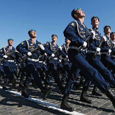 Venäläissotilaita paraatissa Moskovassa 9.5.2014.