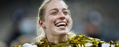 Linda Sällström firar EM-platsen.