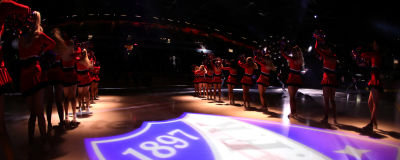 HIFK:s cheerleaders på isen