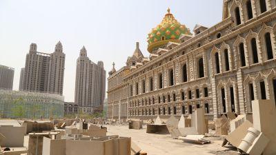 Övergivna halvfärdiga höghus i Shijiazhuang i Hubei-provinsen i Kina.