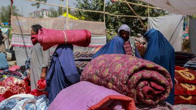 Begagnade prylar till salu i Afghanistan då landets ekonomi har kollapsat.