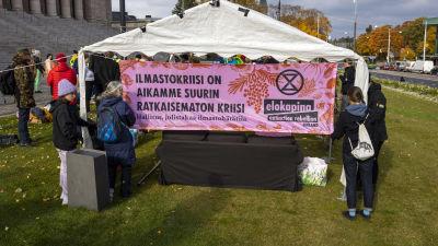 Elokapina mielenosoitus eduskuntatalon edessä