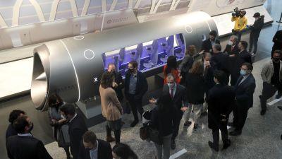 Hyperloop-kapsel presenteras i Spanien.