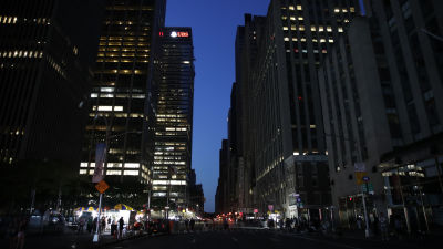 Mörka gator på Manhattan i New York.