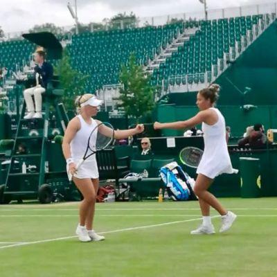 Laura Hietaranta ja Sofia Costoulas tyttöjen nelinpelin välierissä Wimbledonissa