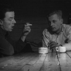 Metsurit polttavat tupakkaa vuonna 1964.