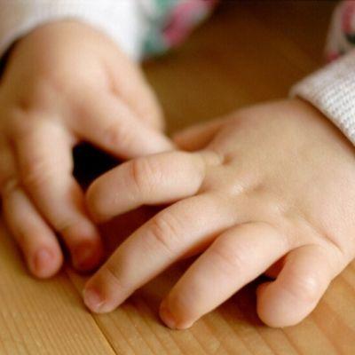 Vauvan kädet.