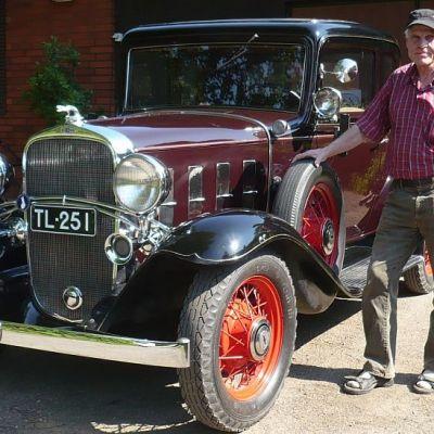 Esa Nieminen ja vuoden 1932 Chevrolet urheilu-kupee