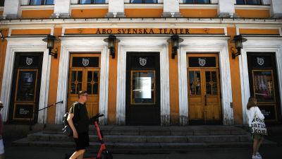 Ingången till Åbo Svenska Teater.