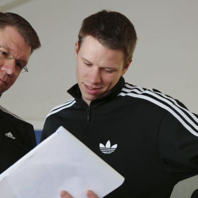 Valmentaja Harri Laiho ja Roni Ollikainen Floridan harjoitteluleirillä.