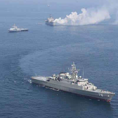 Örlogsfartyg under en militärövning.