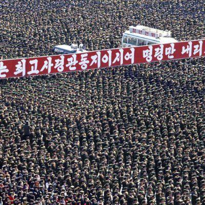 Tusentals soldater marscherade i Pyongyang på långfredagen