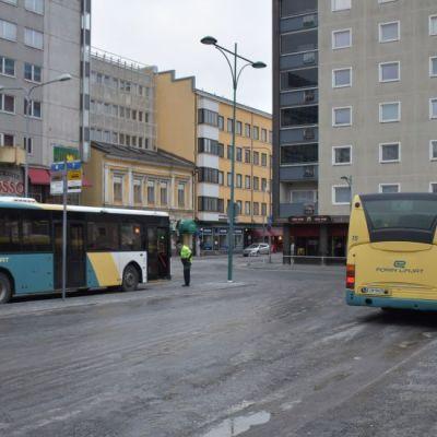 Linja-autoja Porin torilla bussi Porin Linjat