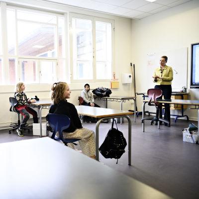 Mette Frederiksen i Lykkebo skola i Köpenhamn