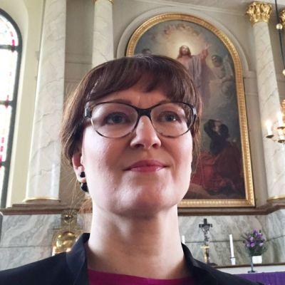 Myös lapsi voi saada ehtoollisen, muistuttaa kirkkoherra Satu Saarinen Oulusta.