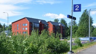 De nya hyreshusen i Sjundeå ligger ett stenkast från järnvägsstationen.