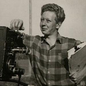 Lasse Pöysti ohjaa elokuvaa (1951).