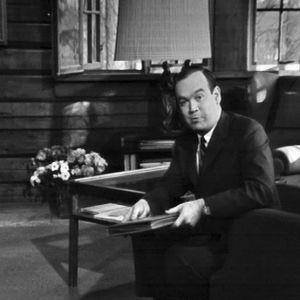 CBS:n Toimittaja Charles Kuralt Ainolassa vuonna 1965, juontamassa ohjelmaa Finlandia.