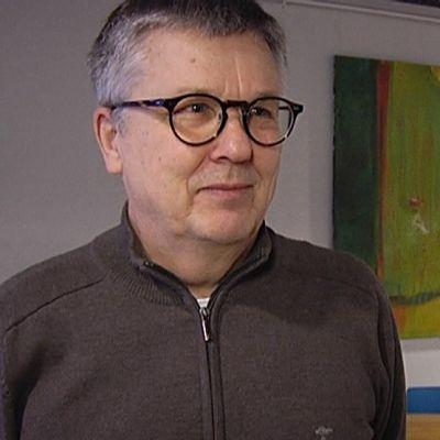 Professori Ari Salminen on perehtunyt hyvään ja eettiseen johtamiseen.