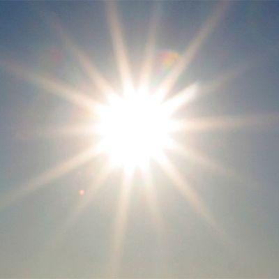 Aurinko paistaa.