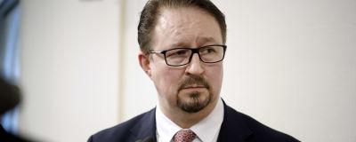 Mika Salminen hallituksen tiedotustilaisuudessa Helsingissä.