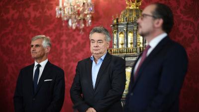 Till höger Alexander Schallenberg, i mitten Werner Kogler och till vänster Michael Linhart.