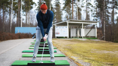 Alexander Bannatyne på rangen vid Porvoo Golf.