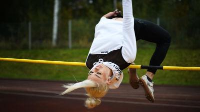 Höjdhopparen Jade Nyström hoppar över ribban.