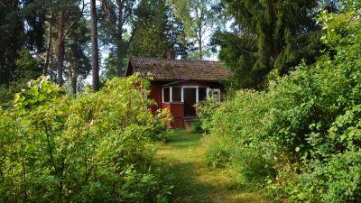 Rött hus vid Sagalunds museum