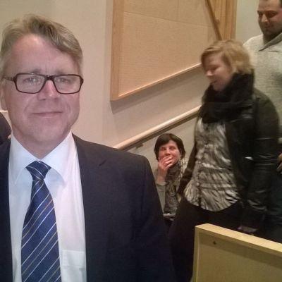 Kuvassa kansanedustaja Peter Östman (kd) vaali-iltana 2015