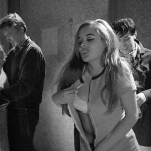 Liana Kaarina elokuvassa Jengi (1963).