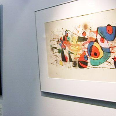 Väärennökset Andy Warholin ja Joan Mirón teoksista.