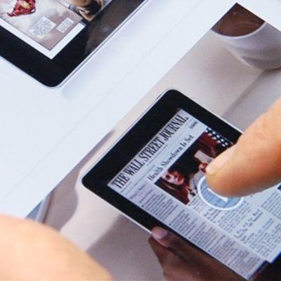 Wall Street Journal -verkkolehden kuvaketta klikataan iPad-tietokoneen ruudulla.