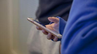 Telefon i handen